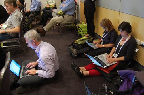 tweeting at conferences phones laptops raleigh freelance writer