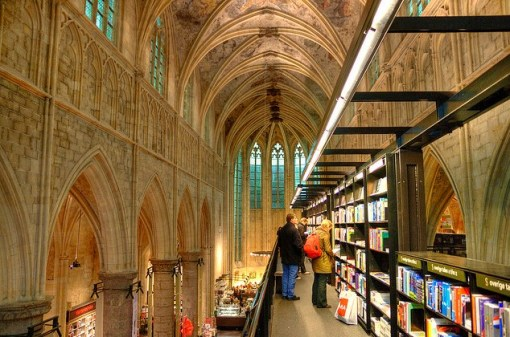 Selexyz bookstore in the Dominican church in Maastricht - photo by Bert Kaufmann (Flickr)