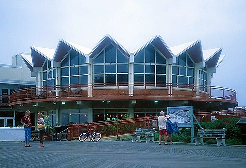 Old Howard Johnson's at Asbury Park, NJ(Photo by mbtrama/Flickr)